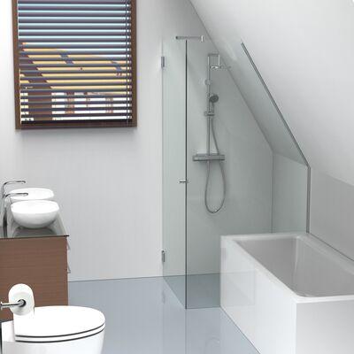 Jasmijn met bad en daksparing in badkamer