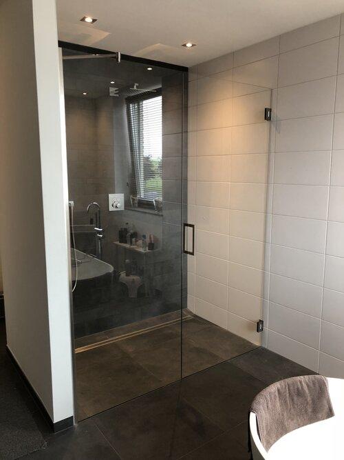 douche-deur-met-wand