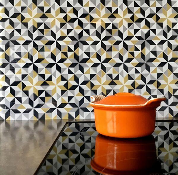 glasplaat-keuken-met-patroon
