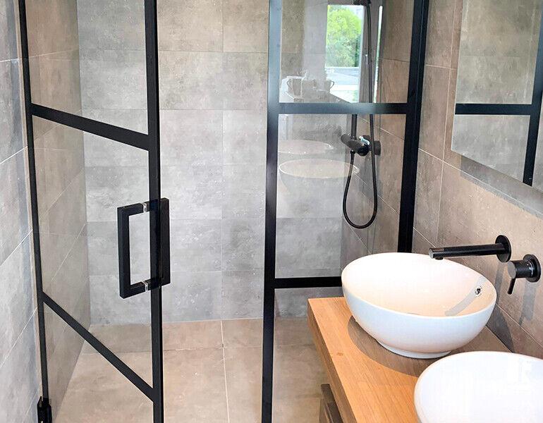 Pendeldeur voor de douche