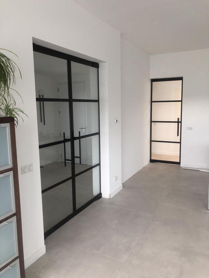 Glazen deur zwart